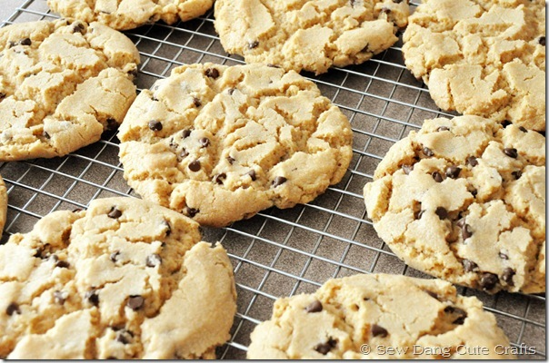 Bakery-size-peanut-Butter-cookies