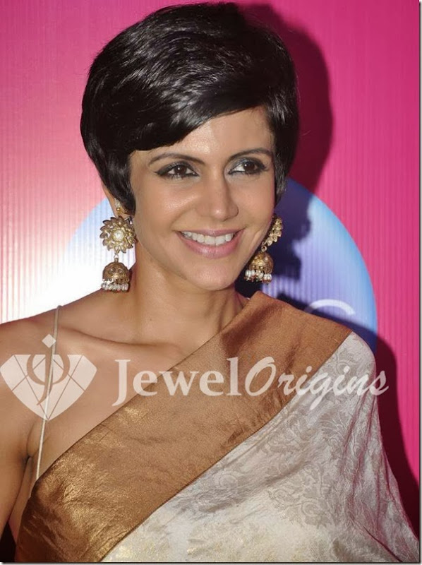 Mandira_Bedi_White_Pearl_Earrings