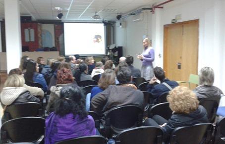 Yolanda Cuevas en la charla sobre Adolescencia en Fuentes de Ebro