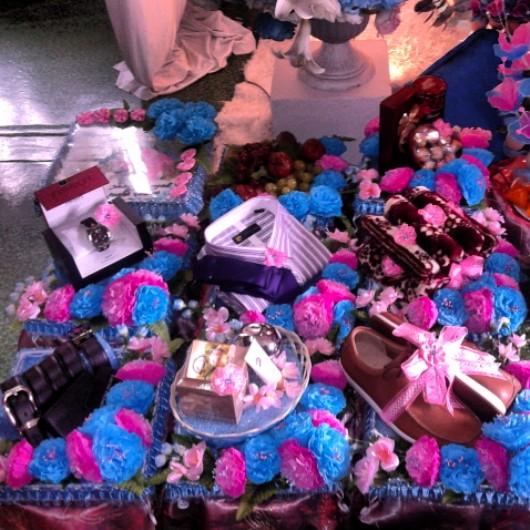 gubahan hantaran sentuhanku with bunga crepe bertemakan pink biru