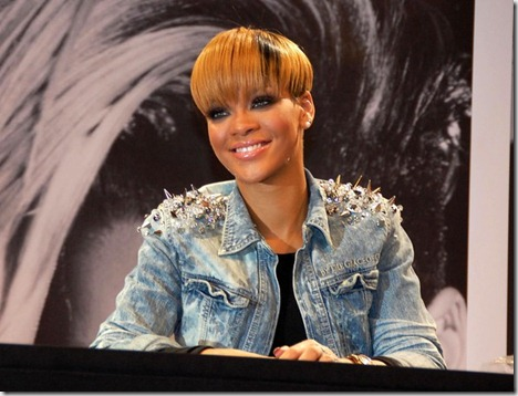 Rihanna Rihanna Signing Autographs Berlin 6PJAzYW0kxGl