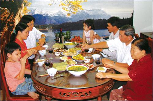 Bữa cơm gia đình tại nhà ông Phan Văn Nga