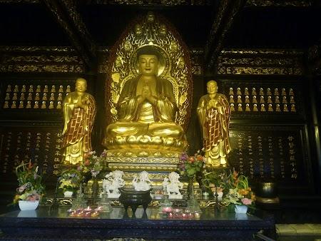 03. Altar chinezesc.JPG