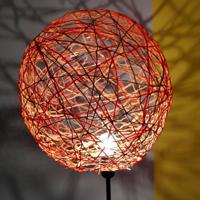 Basteln mit Wolle: Lampe selbstgemacht