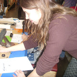 На ярмарке было много интерактивных павильонов. Например, в одном  можно было  писать настоящими перьями.