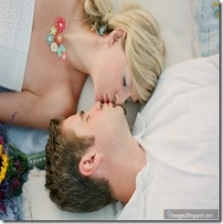 Kissing-blonde-couple-romance-love-each-other