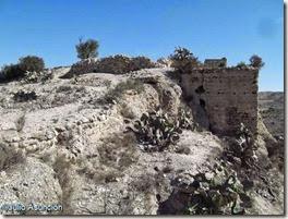 Castillo del ´Río - Muralla y torre del recinto superior