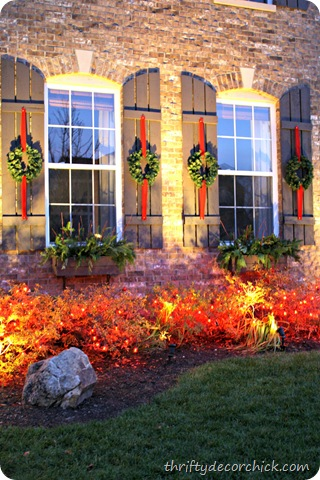 traditional outdoor holiday decor