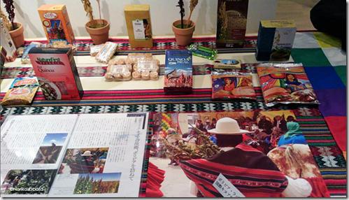 Productos transformados , fotografías y panojas de quinua en la exposición de la Universidad Agraria de Tokyo-Noriko.Obata