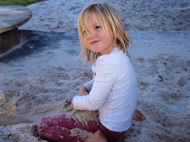 mae - sandpit play