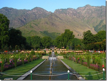 800px-India_-_Srinagar_-_023_-_Nishat_Bagh_Mughal_Gardens