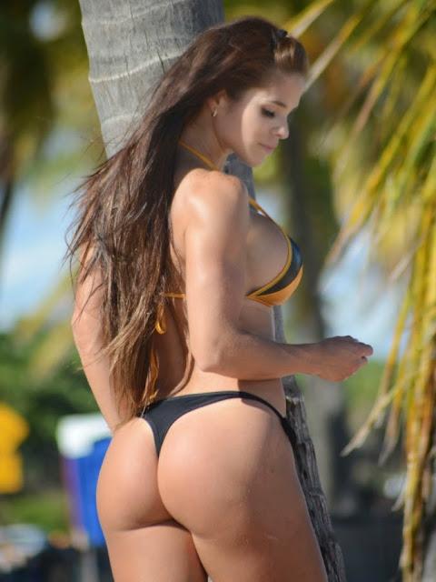 Michelle Lewin Bikini Butt Thong What a sexy beauty Hot Pics Lovely ass Hot Cleavages Huge boobs Bikini Pics