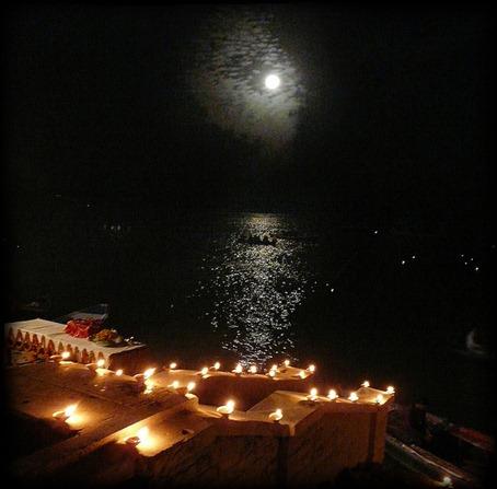 Luna llena en el templo de Shiva