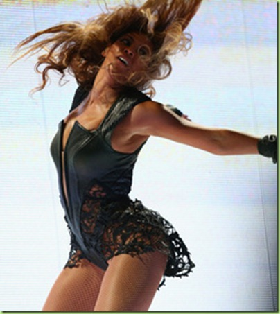 bey shakes her booty