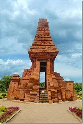 399px-Bajang_Ratu_Gate_Trowulan