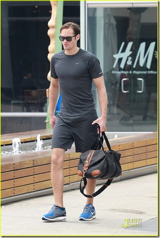 alexander-skarsgard-working-out-04