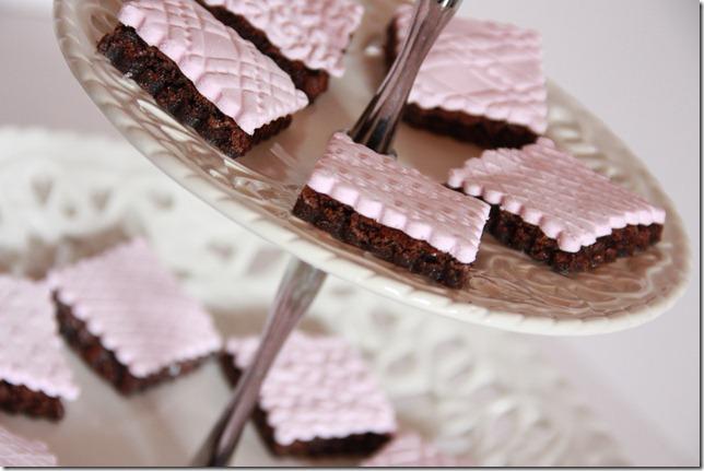 IMG_5736_rosa_brownies_marsipan_browniebiter