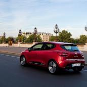 2013-Renault-Clio-4-16.jpg