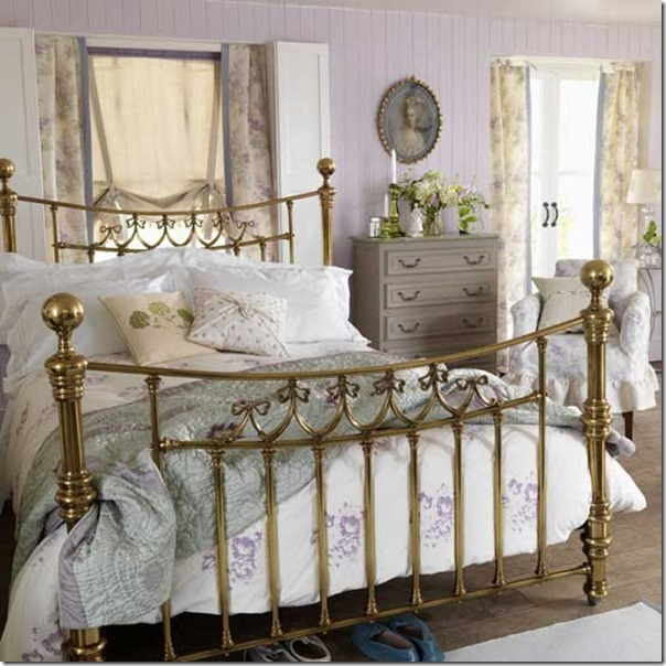 96_0000091b4_afa6_orh550w550_French-classic-style-bedroo