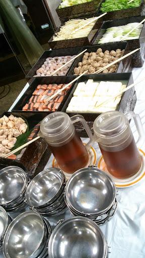[写真]立食パーティーに鍋が出るという衝撃