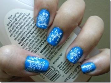 unghii craciun-bleu cu fulgi de nea