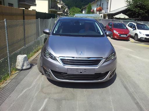 2014-Peugeot-308-2.jpg