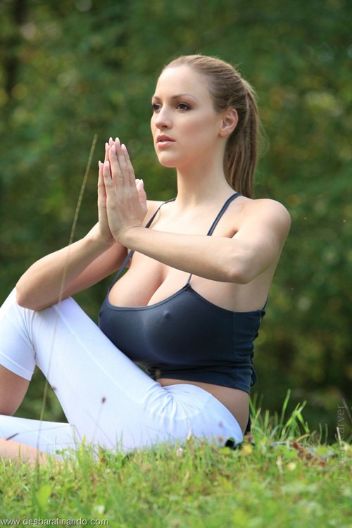 jordan carver linda sexy sensual peitos tits big tits fazendo yoga  desbaratinando  (9)