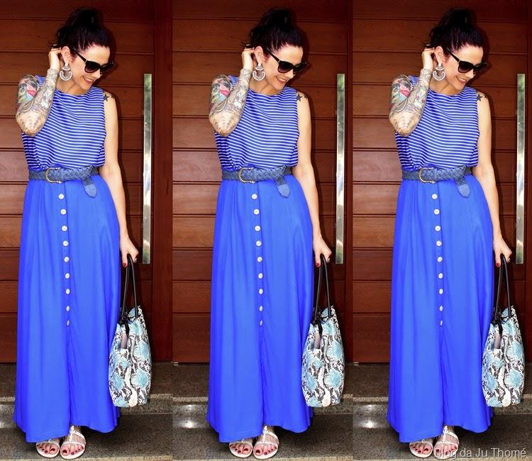 look saia longa azul, blusa listrada e bolsa estampada1
