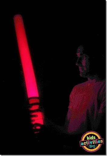 How to make a light saber out of a pool noodle that actually LIGHTS up! #kidsactivities #play #starwars