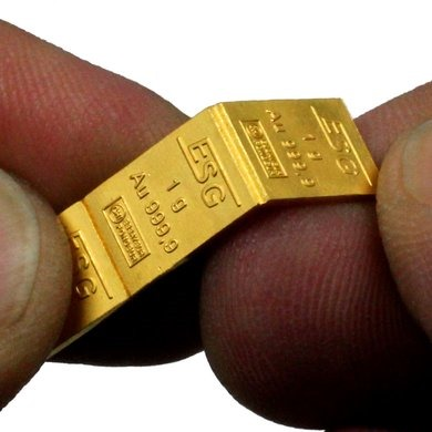 Combibar-Tiny-gold-bars-the-size-of-credit-cards