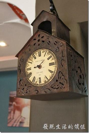 台南-PianoPiano。這個古董鬧鐘,讓人感覺每個整點都會有一隻報時鳥跑出來。