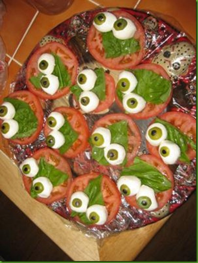 spooky-eyeball-caprese-halloween-party-food-21535708