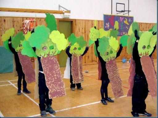 Disfraz de árbol para niños escolares con cartón | Colorear