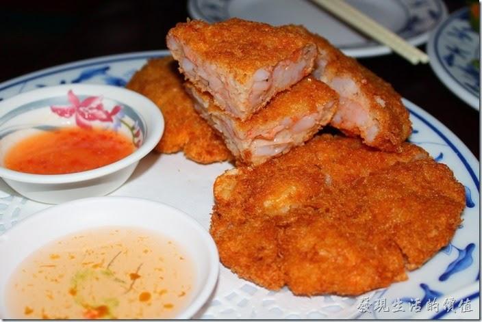 墾丁-迪迪小吃南洋菜。月亮蝦餅,NT$320。吃第一塊月亮蝦餅的時候感覺還不錯,可是越吃到後面就越來越膩了,個人還是比較喜歡薄的月亮蝦餅。