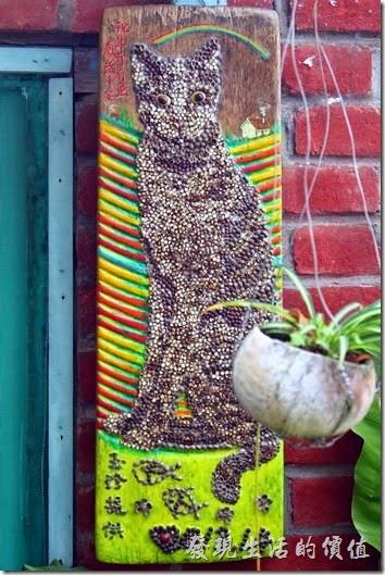台南-安平老街。花貓在顧的店