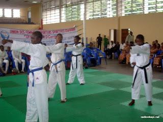 – Démonstration de l'équipe nationale dame de la RDC de Taekwondo, lors d'une journée consacrée  à la femme sportive congolaise. Radio Okapi/ Ph. Nana Mbala