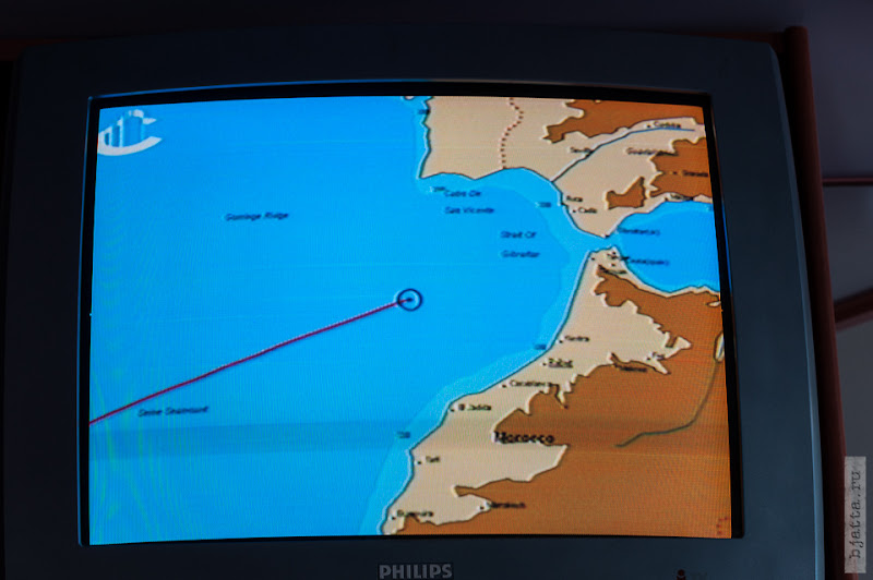 24. Круиз на Costa Concordia. День 7-й. Морской день, из Фуншала в Малагу, через гибралтар. Перед нами гибралтар, хотя ничего ещё не видно глазом.