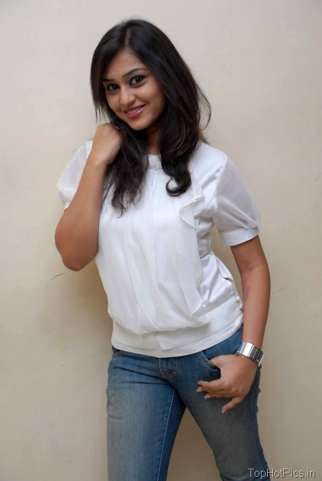 Ramya Barna Hot Pics in Red Top and Short Jeans 7