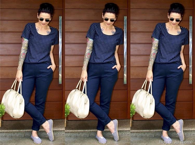 look calça de linho azul, blusa e alpargatas listradas