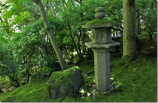 100726_Portland_Japanese_Garden_Strolling_Garden_pedestal_lantern_02