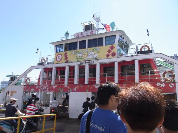 渡し船に乗ります。