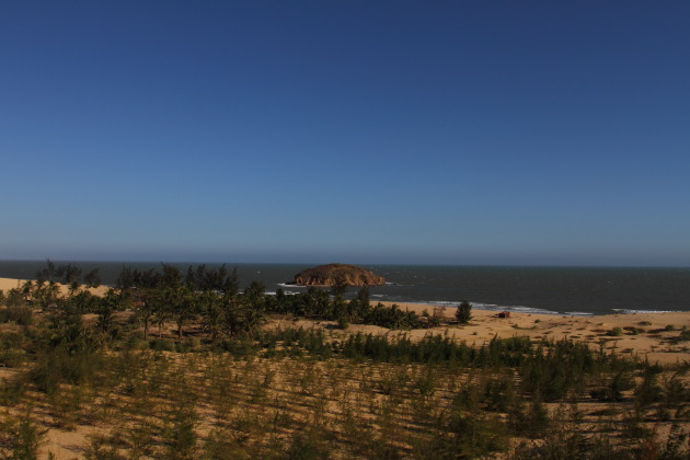 Dunes, Oasis and the Sea at Mui Ne, Vietnam