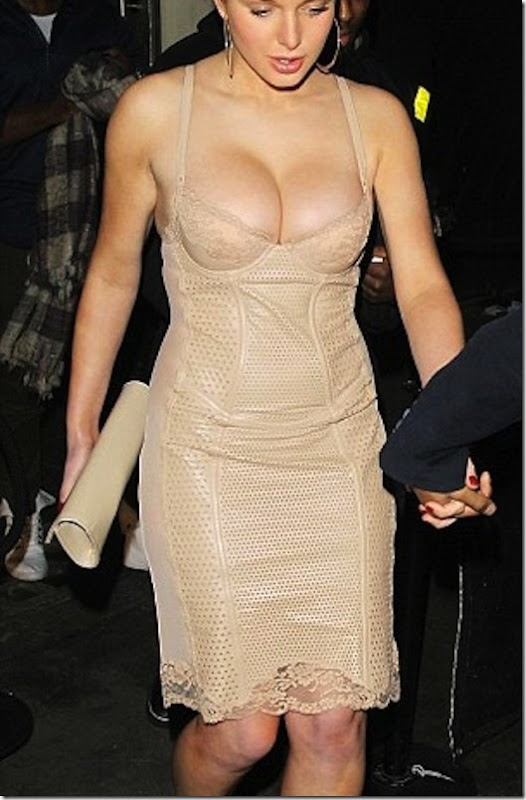 helen-flanagan-cleavage-fall-4