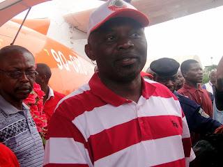Vital Kamerhe lors de son arrivée à l'aéroport de Kindu, le 17/11/2011. Radio Okapi