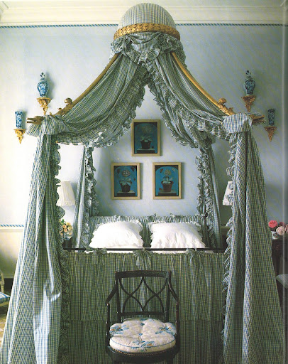 What an incredible bed, an elaborate Polonaise with a corona centrally supported on four wonderfully shaped arms.