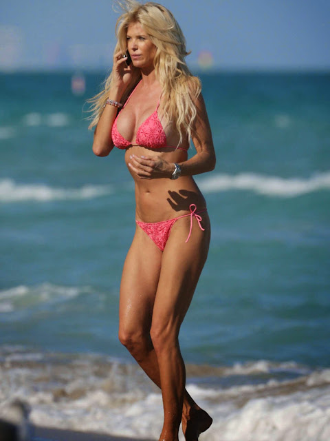 Victoria Silvstedt in Pink Bikini Hot Huge Boobs Sexy Midriff Candids