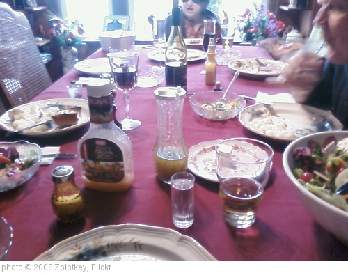 'Dinner Table' photo (c) 2008, Zolotkey - license: http://creativecommons.org/licenses/by-nd/2.0/