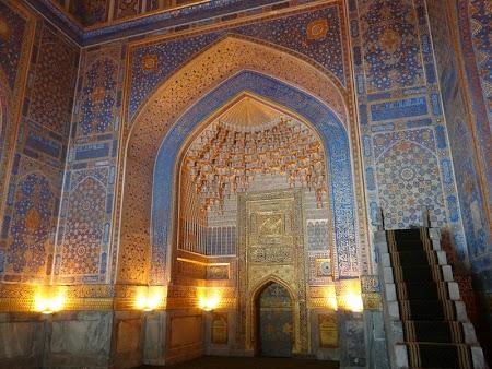 14. Interiorul aurit al moscheeii din Samarkand.JPG