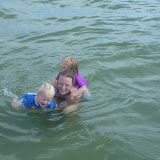 Og Magne og Silje svømmer som glade vandhunde.