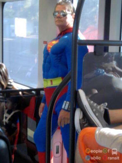 pessoas bizarras em metrô (8)